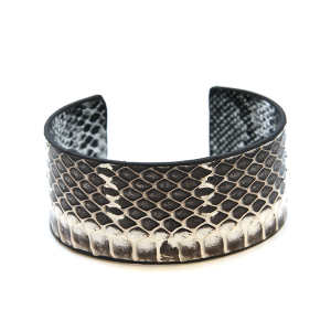 Bracelet 434b 01 CiTY snake scale leather cuff gray