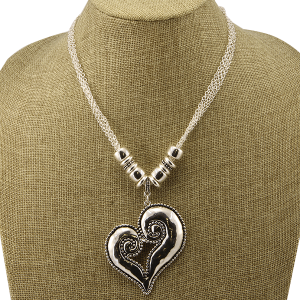 Necklace 1520b 40 Icon Collection heart pendant