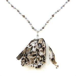 Necklace 420a 47 Oori W bead tassel necklace leopard