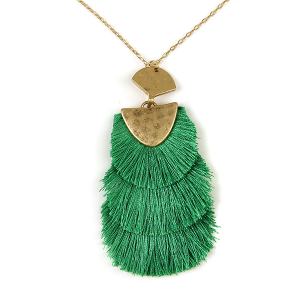 Necklace 226a 01 Influence tassel dangle necklace green