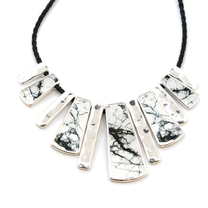 Necklace 291E 40 metal marble accent necklace white