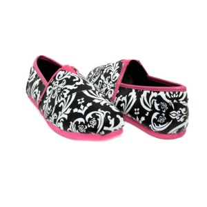 IY 138 damask slip on shoes fuchsia size 6